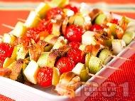 Зеленчукови шишчета с тиквички, чери домати, скариди и босилекови хлебчета на скара